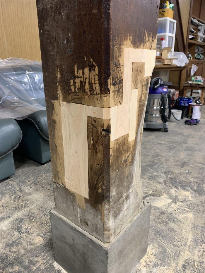 大黒柱の埋木。芸術を感じます!