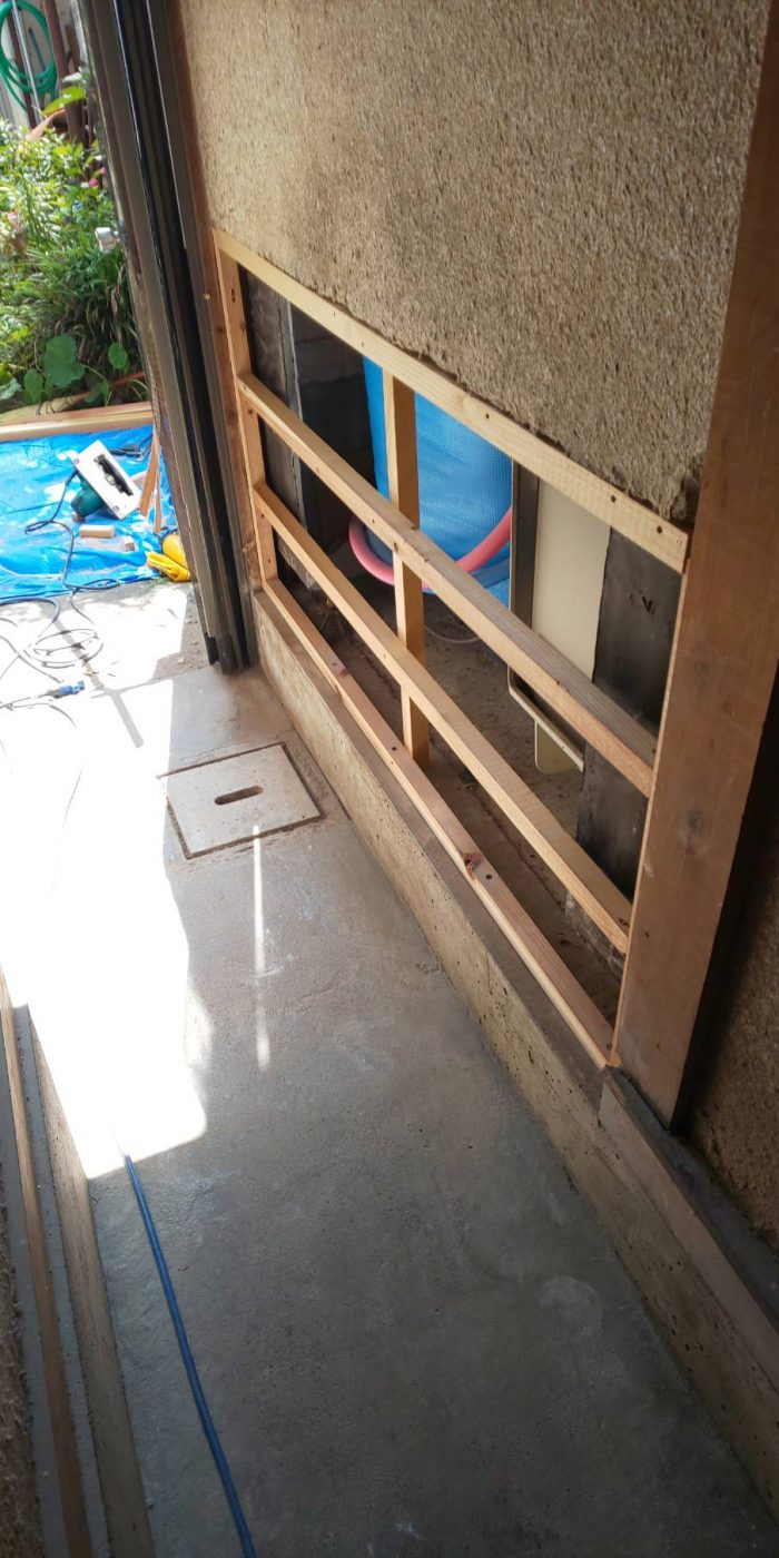 風呂の水漏れ修繕工事。杉の羽目板で仕上げました。