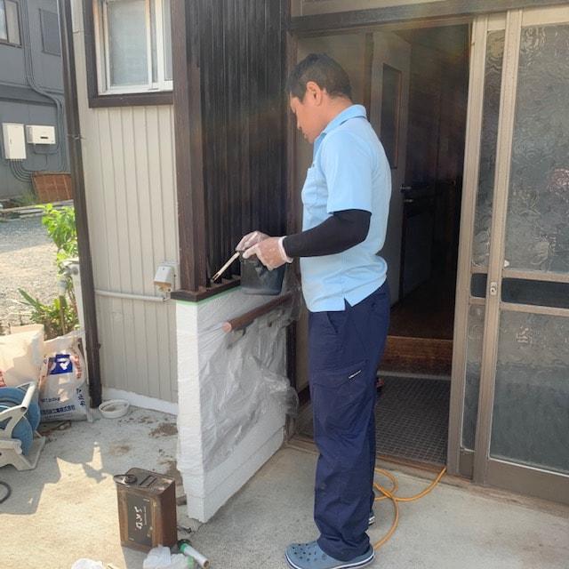 玄関ポーチの修繕工事と保護塗料塗り