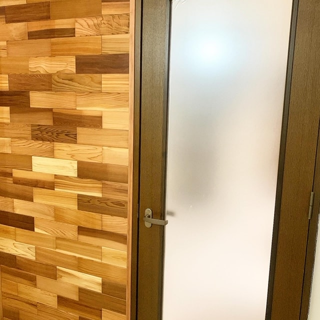 玄関の入口の壁を替えました。
