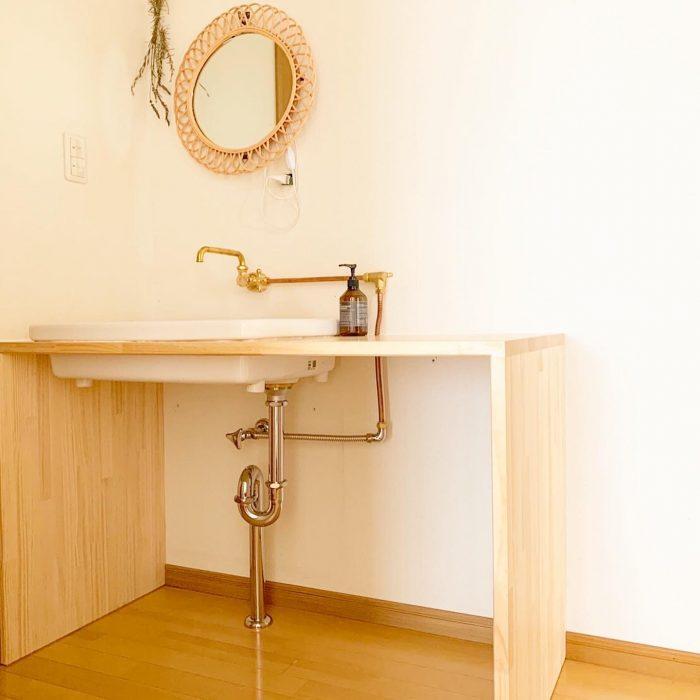 お洒落なカフェ風北欧スタイルの洗面台が仕上がりました。配管むき出しで見た目がスッキリ!お掃除が楽ちんですね。