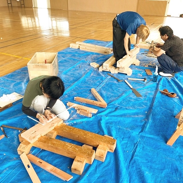 生徒たちが課題の作成に真剣に取り組んでいます。