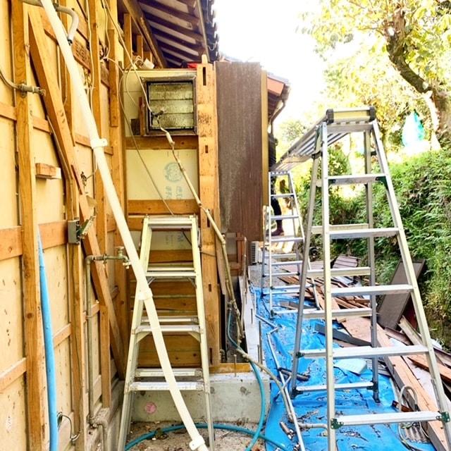 キッチンの解体工事と増築工事をしています。