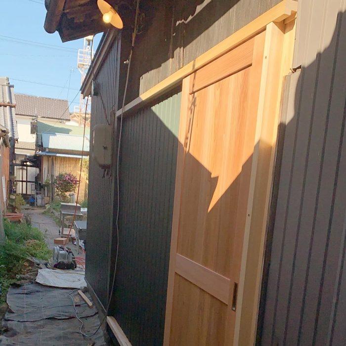 増改築工事。外壁が張られ、扉がつきました!