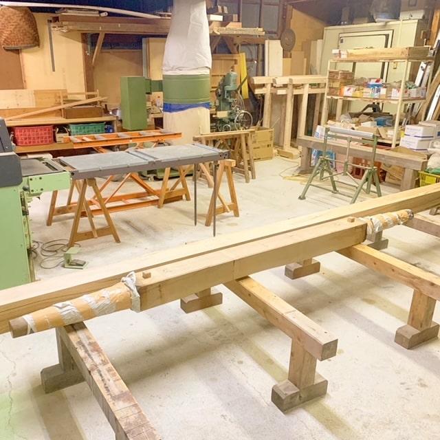 屋台の車輪を引取り、車輪に合わせて新しい芯棒を製作していきます!
