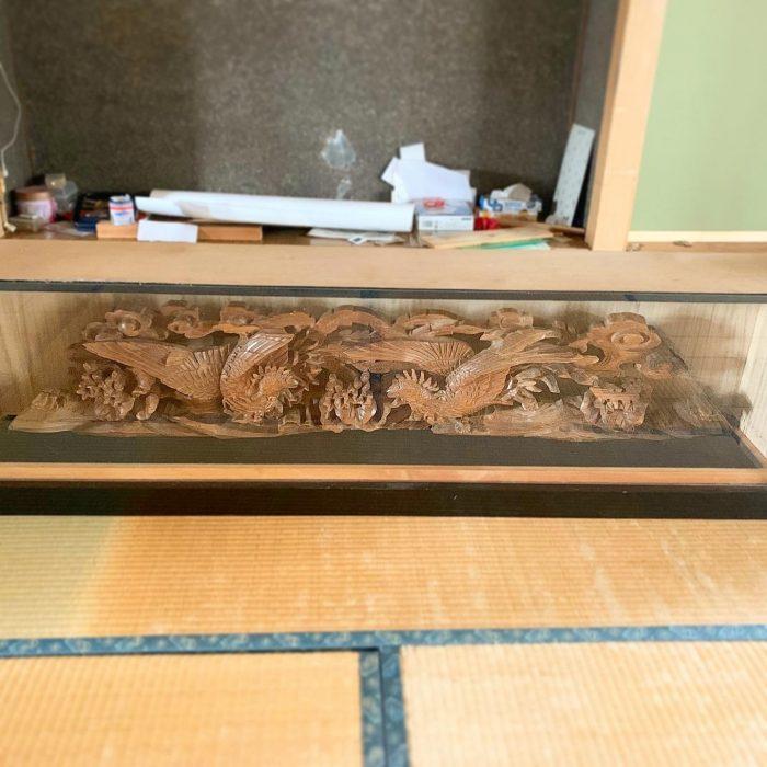 公会堂建て替え工事のため、町内のシンボルでもある鯉乗り仙人・亀乗り仙人・鳳凰の彫刻たちは弊社の倉庫に移動でーす!