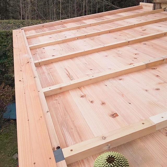 刻んだ材料を組み立てて屋根を作っていきます!