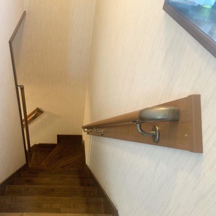 階段の手すりの取付けをしました。お客様に合ったスタイルで取付け完了です😊
